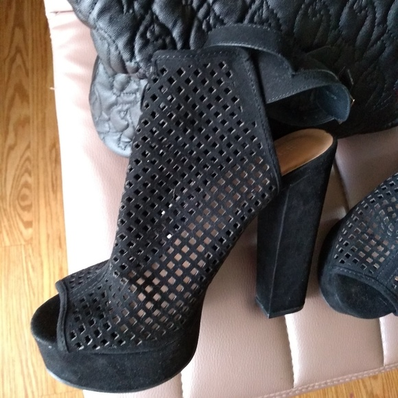 712f5089c02 Chuncky heels pumps